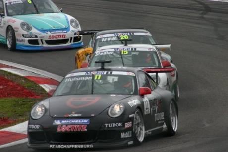 Een mooie foto van de Porsche Mobil 1 Supercup